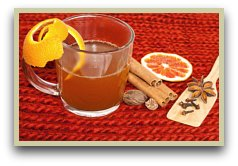 picure of mulled wine and and mulling spices